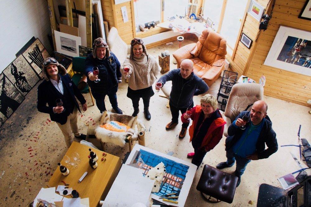 Twende-gruppen i atelieret til Are Andreassen på Fleinvær