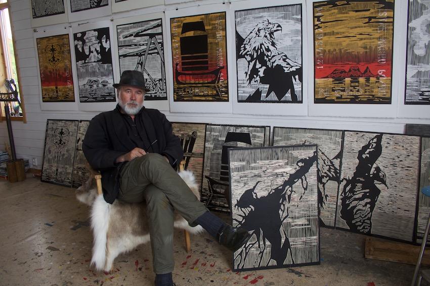 Are Andreassen med Røst-grafikk under arbeid