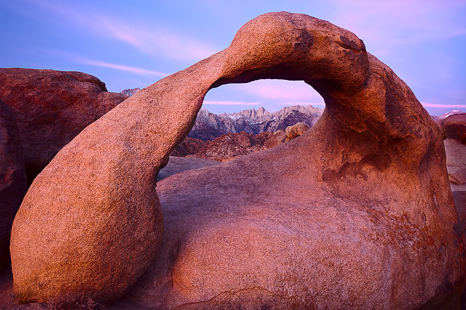 mobius_arch_alabama_hills_sunrise_dawn.jpg