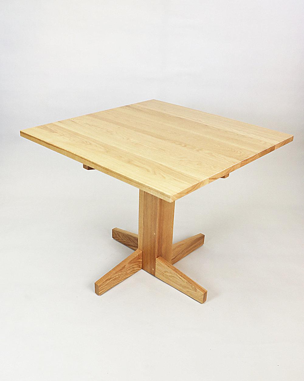 Table Minimalist1.jpg