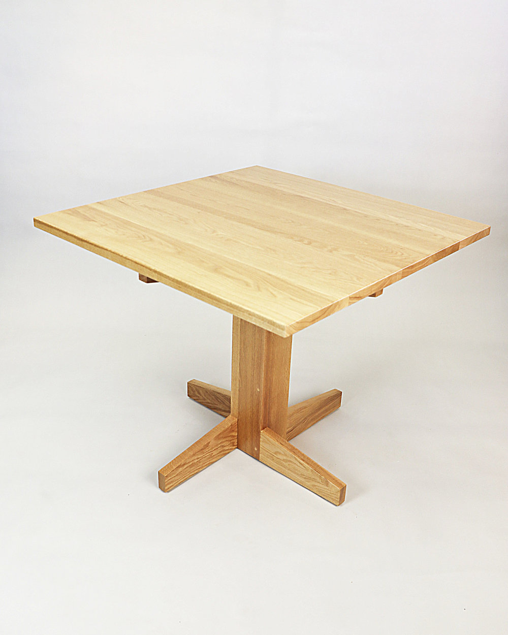 Table Minimalist1.jpg