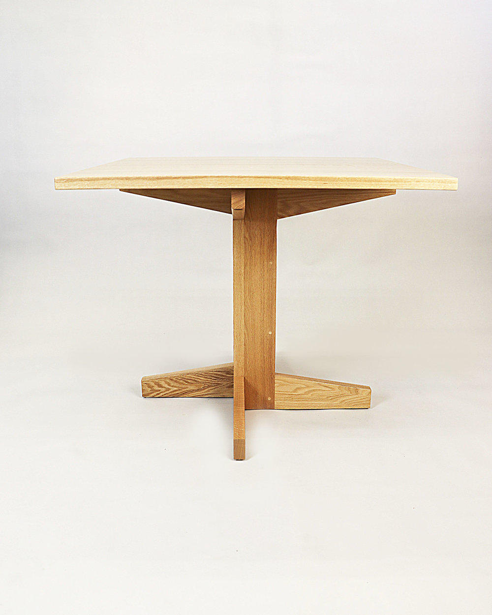 Table Minimalist2.jpg
