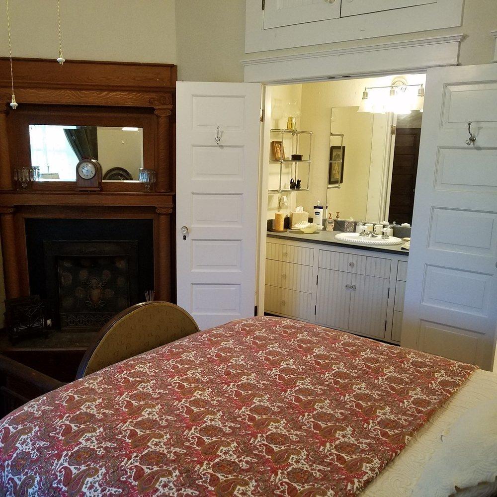 bedroom1_sink.jpg.jpg
