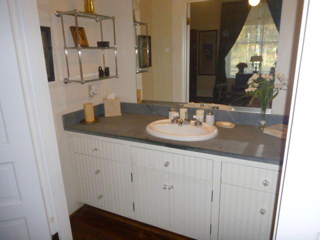 bedroom1-sink-b.jpg.JPG