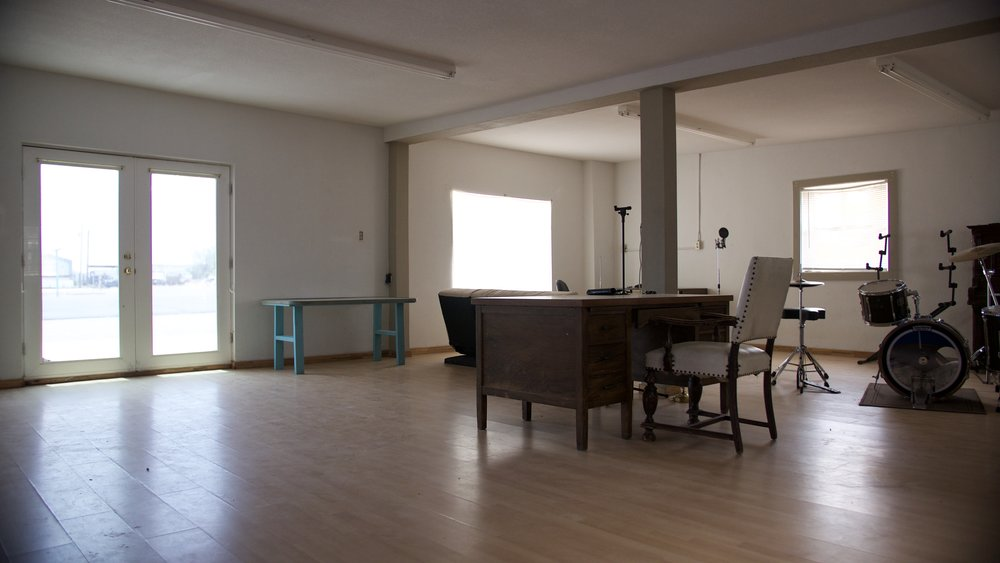 Front Room2.jpg