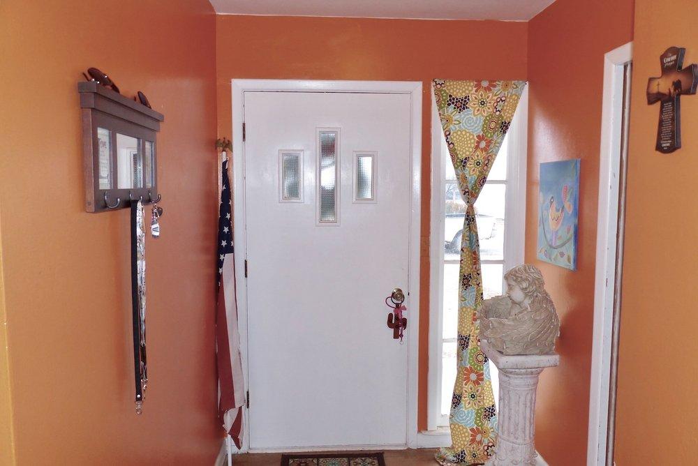 hallway:frontdoor.jpg