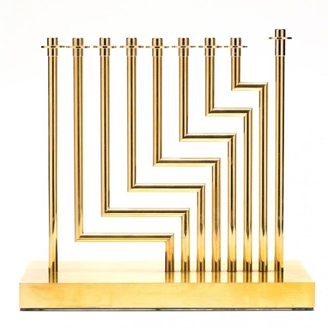 #EightMenorahsofHanukkah Day 8! Levels Menorah is a mid-century masterpiece designed by abstract Israeli artist @Yaacov_Agam. 24K gold layered over bronze, the candle holders are both rotatable and removable, which allow it to be displayed in a myriad of patterns. However, when all holders are in and aligned, the 90 degree crisp corners create a striking upward motion graphic. . . Now through the end of Hanukkah use code NOSHORNEVER10 for 10%-off your Nosh Menorah. Buy your Nosh Menorah today. Click the [Link in Bio] . . . . . #HomeDecor #Judaism #JewishGifts #Hanukkah #Chanukah #Antiques #Vintage #JewishWedding #JewishWeddings #Vintagemenorah #HolidayGifts #Menorah #Birthright #Judaica #Hanukkah2017 #FamilyTradition #JewishLife #JewishHolidays #HolidaySeason #ModernDesign #Midecentury #midcenturymodern #Gold #Bronze #Sculptor #Israeli #HappyHanukkah #modernmenorah #festivaloflights