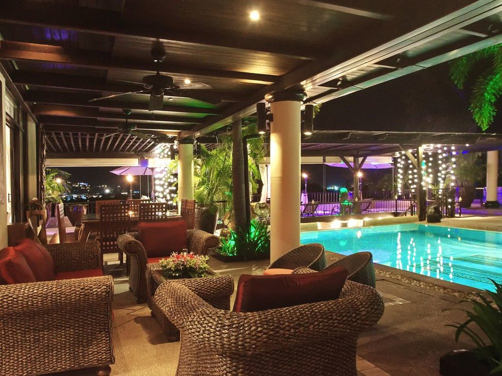 Lounge and Pool - Nighttime.jpg
