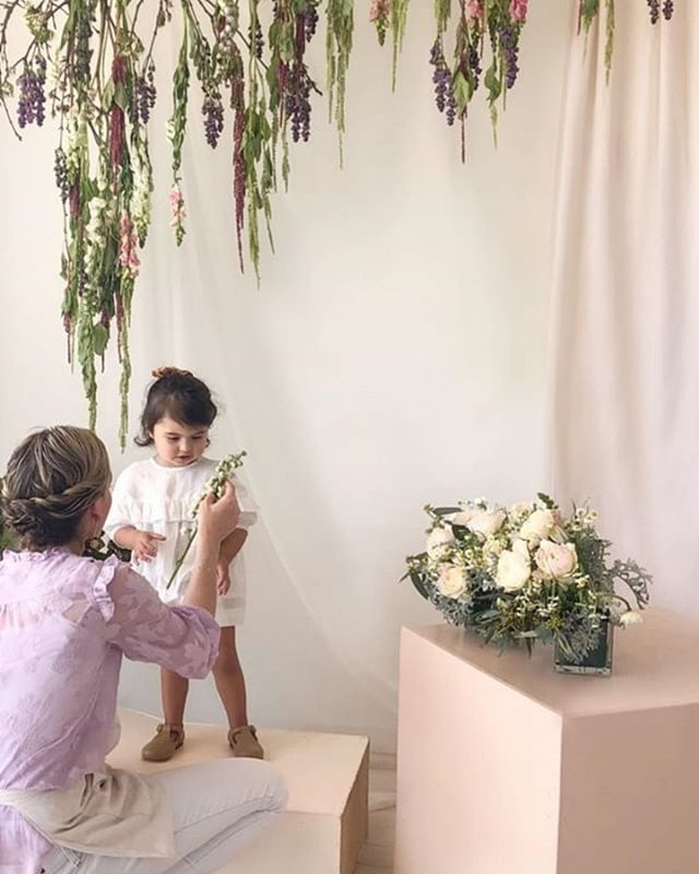 This STUNNING behind the scenes from one of our favorite photographer @kentavenuephotography's shoot is to die for!! And how amazing are the floral & backdrop installations by @type_a_society! Eek! We love renting to crazy talented creatives- they sure know how to create magic✨✨✨.