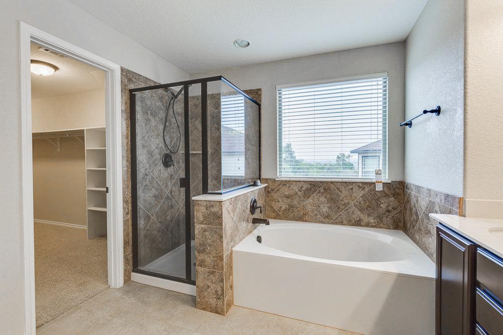 13743 Sungrove View    San-large-023-25-Master Bath-1500x1000-72dpi.jpg