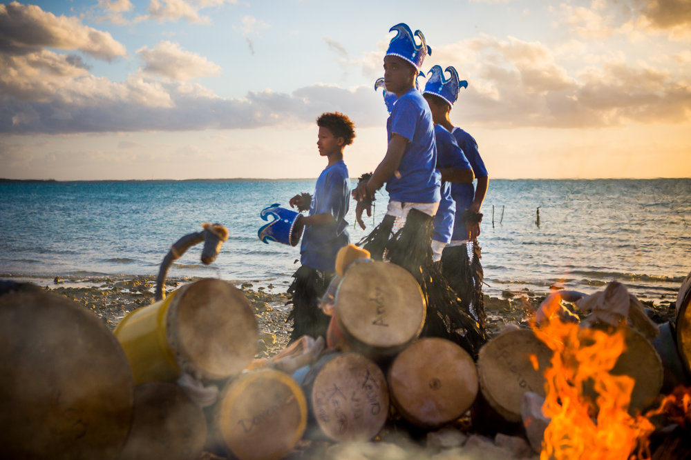 Junior Junkanoo - The Junkanoo is cultural celebration of Eleuthera with a carnivalesque atmosphere. Community groups compete for the best float, they show their best moves and have whole lot of fun. This year the Junior Junkanoo chose parrotfish conservation as its central topic.