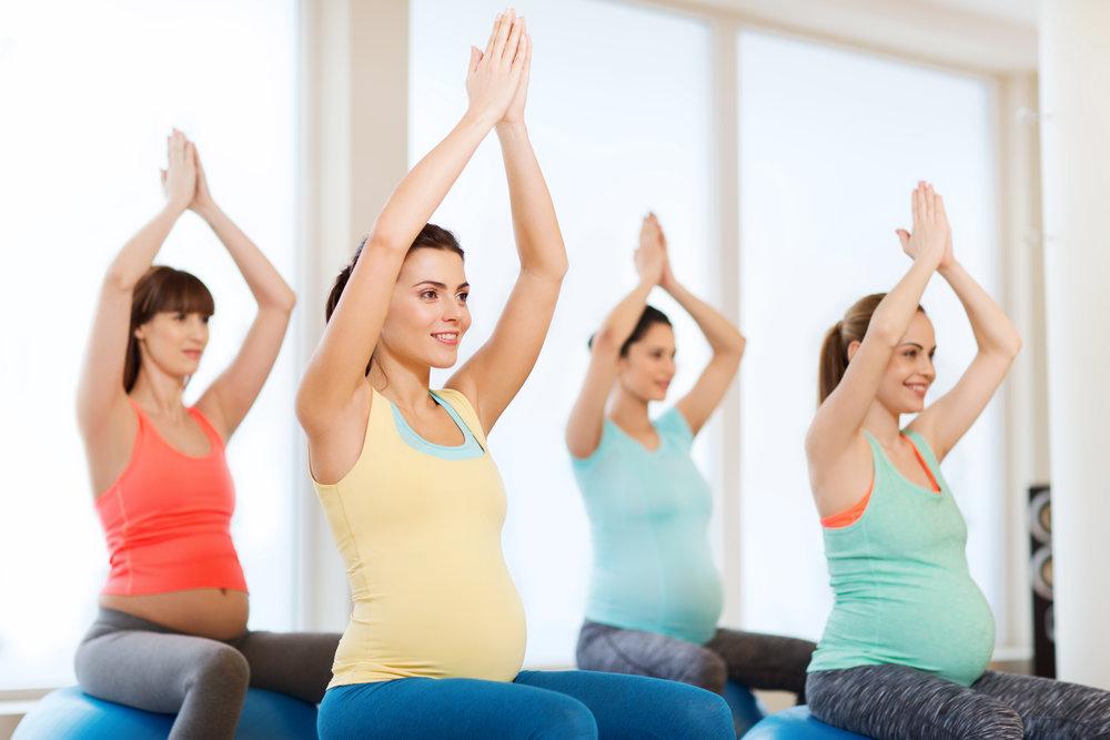 pregno yoga shutterstock_451317430.jpg