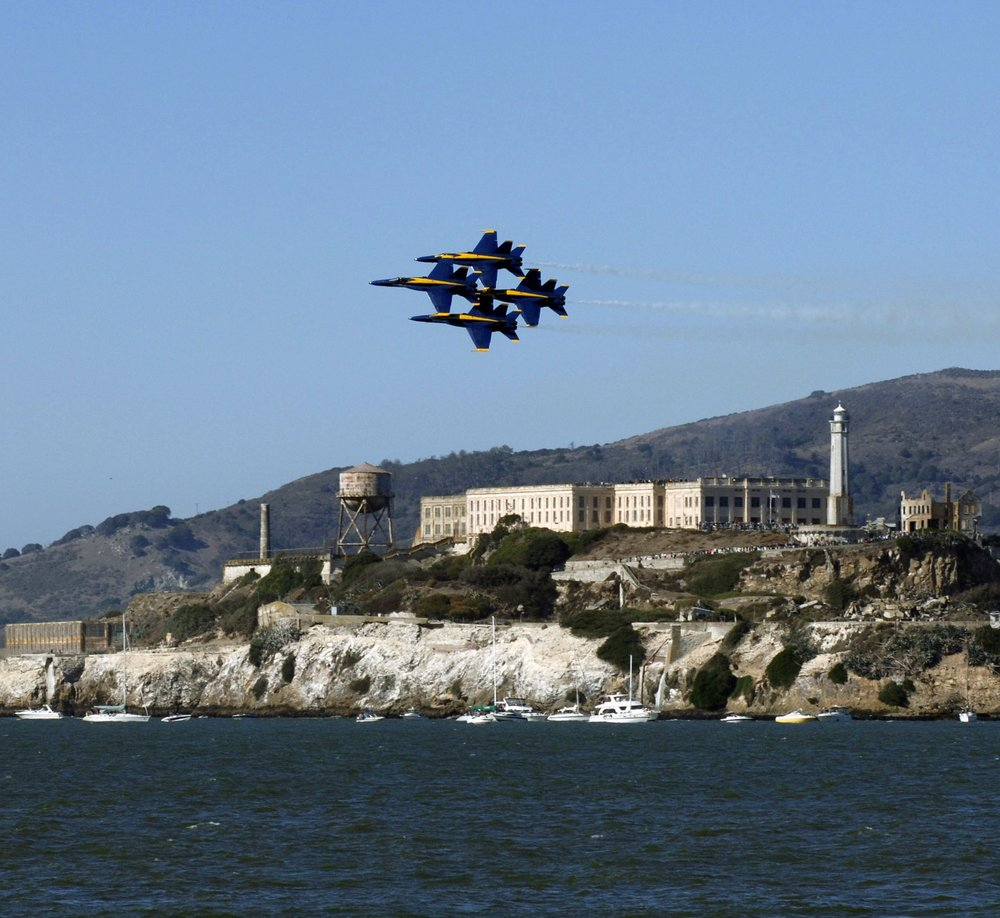 1. Fleet Week - This weekend, you can take a tour of navy ships and watch the Blue Angels fly overhead for Fleet Week. Pier 39 will be hosting a celebration for the event, with new live music and events happening every day. It's free, so make sure you come out!