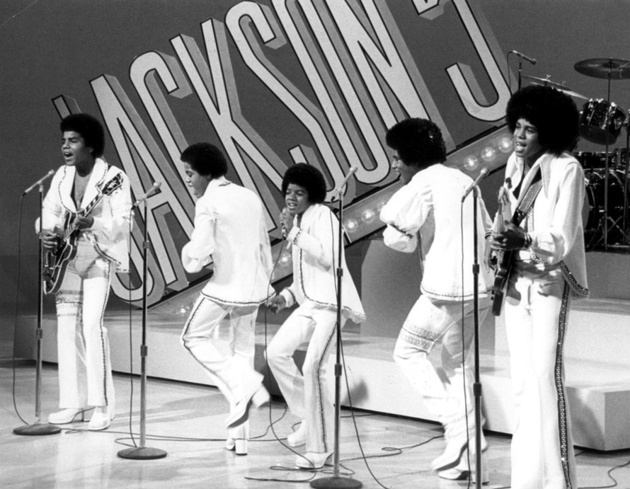 8. Jackson 5 - Best Song: Up On The House TopWhy: It's definitely a Jackson 5 song! It adds a jazzy and happy feeling to the Christmas spirit and will easily keep you awake on any long car rides.