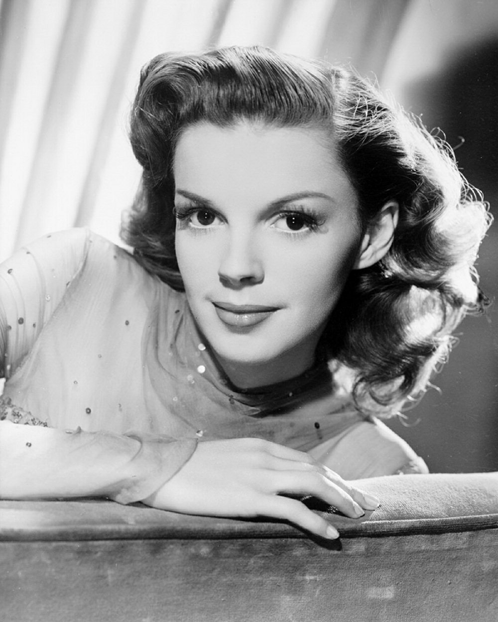 9. Judy Garland - Best Song: Have Yourself a Merry Little ChristmasWhy: It's such a classic, there's no way I couldn't include this in the list. If you're looking for a traditional Christmas album, put this on.