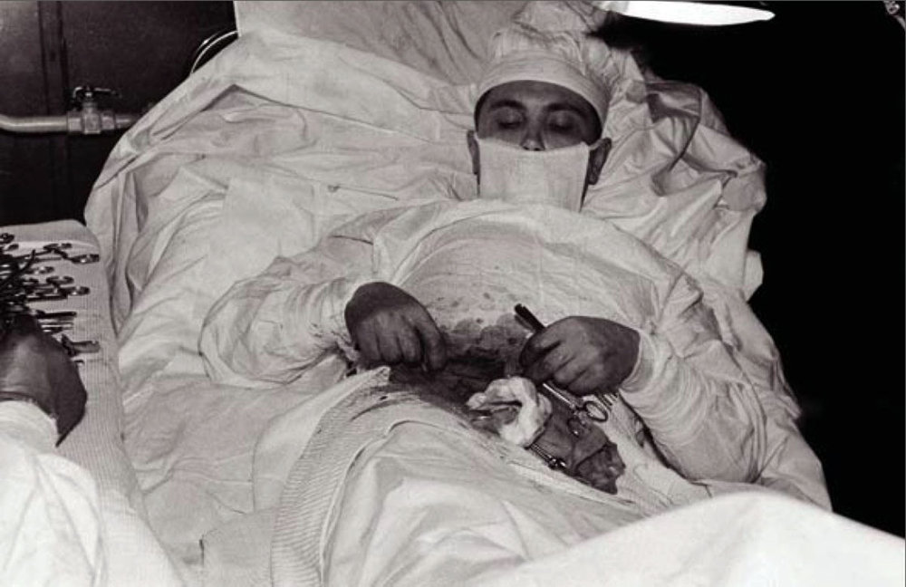 Dr. Leonid Rogozov operating himself to remove his appendix in Antarctica, 1961   Image from:  https://rarehistoricalphotos.com/leonid-rogozov-appendix-1961/