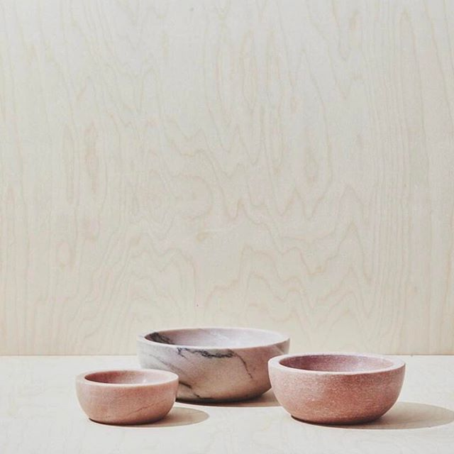 P I N K / marble bowls 💗 . From another of my fav home furnishing store in NY @michelevarian . #interiorstyling #home #objectsofdesire #friday #crush