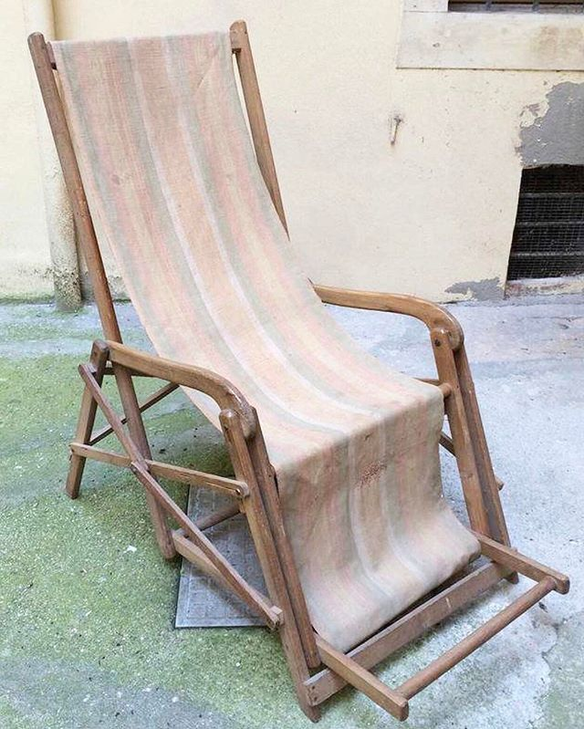 F A D E D / beauty . #deckchairs #oldschool #home #furniture #interiorstyle @beckswolski
