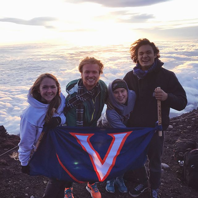 After 12 hours of hiking and 3 hours of airport sleep, these 4 Wahoos finally made it to the top of Mt. Fuji! And so the Japan adventure begins...Tomorrow, Tokyo! 🇯🇵🗻