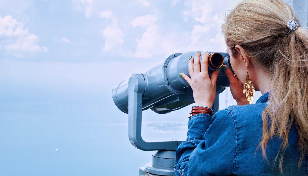 binoculars-blond-blonde-160514.jpg