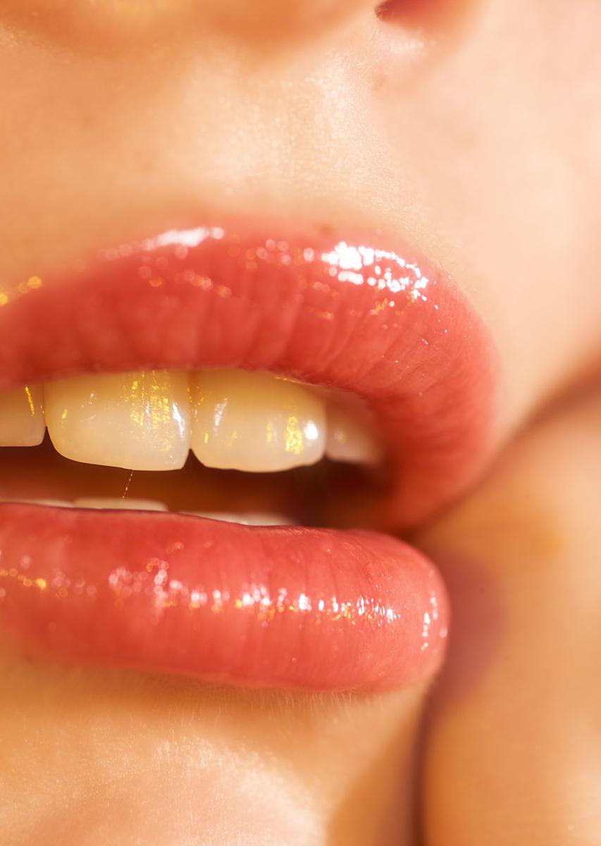 Mayela-Vazquez-Glossy-Lips.jpg