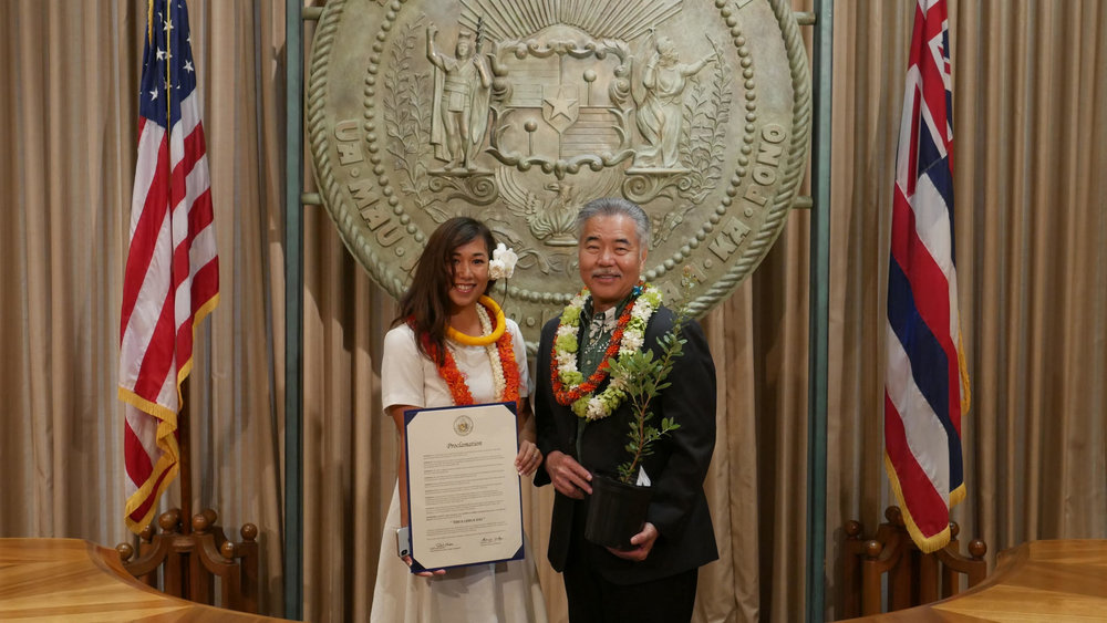 Lacy Lyons and Governor David Ige