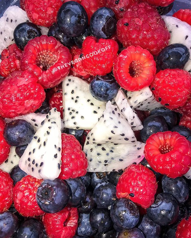 What Did You Eat For Breakfast This Morning? Did It Have Nutritional Value? Was It Electric? 😋💦🌱♻️🌞 ✔️ Raspberries are excellent sources of vitamin C, manganese, and dietary fiber. They are also rich in B vitamins, folic acid, copper, and iron. They have the highest concentration of antioxidant strength amongst all fruits. ✔️ Blueberries can help heart health, bone strength, skin health, blood pressure, diabetes management, cancer prevention, and mental health. One cup of blueberries provides 24 percent of a person recommended daily allowance of vitamin C. ✔️ Dragon fruits have a surprising number of phytonutrients. Rich in antioxidants, they contain vitamin C (equivalent to 10 percent of the daily value), polyunsaturated (good) fatty acids, and several B vitamins for carbohydrate metabolism, as well as carotene and protein. Calcium is present for strong bones and teeth, iron and phosphorus for healthy blood and tissue formation. The benefits are realized in a number of ways, from a strengthened immune system and faster healing of bruises and wounds to fewer respiratory problems.  #thevegancookoff #electricfoods #electricdiet #electricgoddess #theveganlifestyleislit #healthyfood #healthy #healthyeating #foodforthesoul #foodforthought #vegan #fruits #antioxidants #cancerfree #fightcancer #healthyself #organic #healingfoods #plantbased #plantbaseddiet #vegansofig #atlanta #raspberries #blueberries #dragonfruit