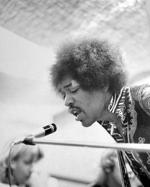 Jimi Hendrix at TTG Oct 21 19685.jpg