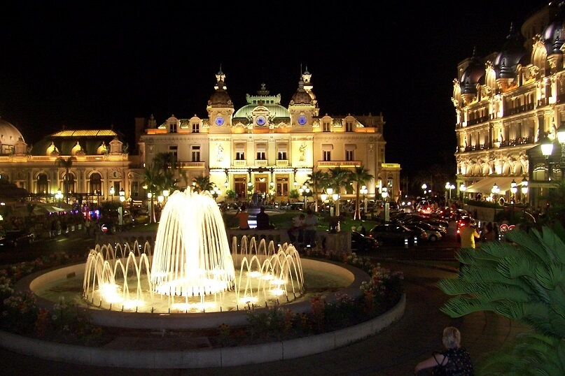 The iconic Hotel de Paris situated to the right hand side of the famous Monte Carlo casino in the centre