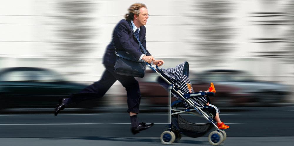 Beschäftigter Vater