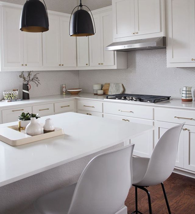 A peek of the kitchen in our new #sweetwatergoesmodern project. We really love how the penny tile turned out with the rounded brass knobs and pulls. I'm also a strong believer that white kitchen cabinets are clean and timeless if you're ever on the fence & magic erasers make that especially possible!✨ @laurencacheaux . . . . . . . . #interior_and_living #austintx #interiorinspiration #interiorstyle #interiorandhome #interiordesigner #interiorlovers #interiorstylist #interiorforinspo #interiorlovers #holidaydecor #interiorbloggers #interiordesign #interiors #interior #style #interiorstyling #interior_design #stylist #homegoods #designworkshop #hygge #cozydecor #decorate #homedecor #moderndesign #interiorstylist #diningroom #scandidesign #kitchen