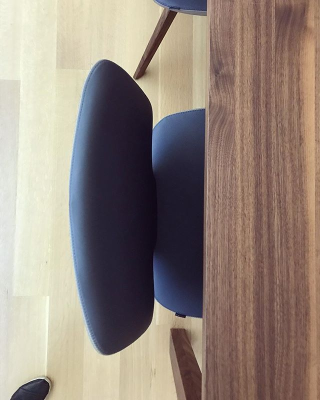 Custom navy and greige leather chairs and walnut dining table all the way from Austria over at our #westlakemoodymodern project! . . . . . . . . . #interior_and_living #austintx #interiorinspiration #interiorstyle #interiorandhome #interiordesigner #interiorlovers #interiorstylist #interiorforinspo #interiorlovers #holidaydecor #interiorbloggers #interiordesign #interiors #interior #style #interiorstyling #interior_design #stylist #homegoods #designworkshop #hygge #cozydecor #decorate #homedecor #moderndesign #interiorstylist #diningroom #alterstudioarchitecture