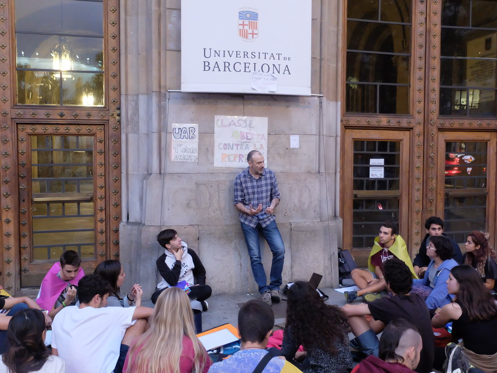 Students at the University of Barcelona planning a demonstration. Photocredit: Albert Han