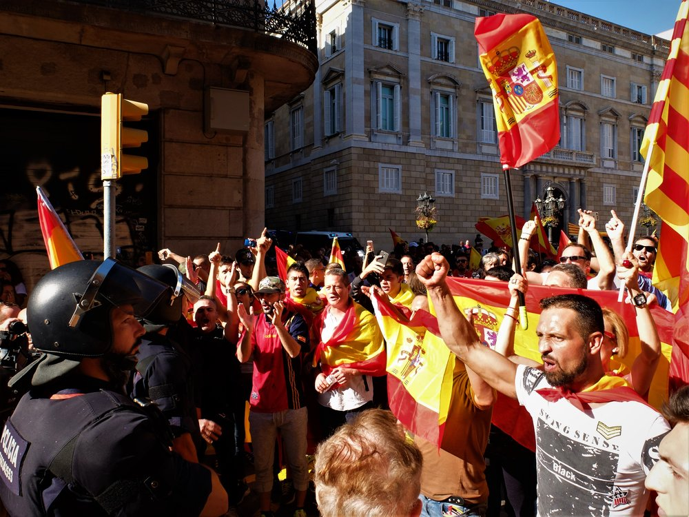 Protesters against Catalan independence today in front of the regional government's building.  Photocredit: Albert Han