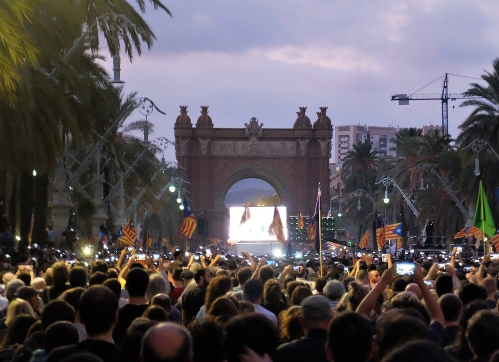 Pro-separatists gathered at the city's Arc de Triomf to watch Puigdemont's speech. Photocredit: Albert Han