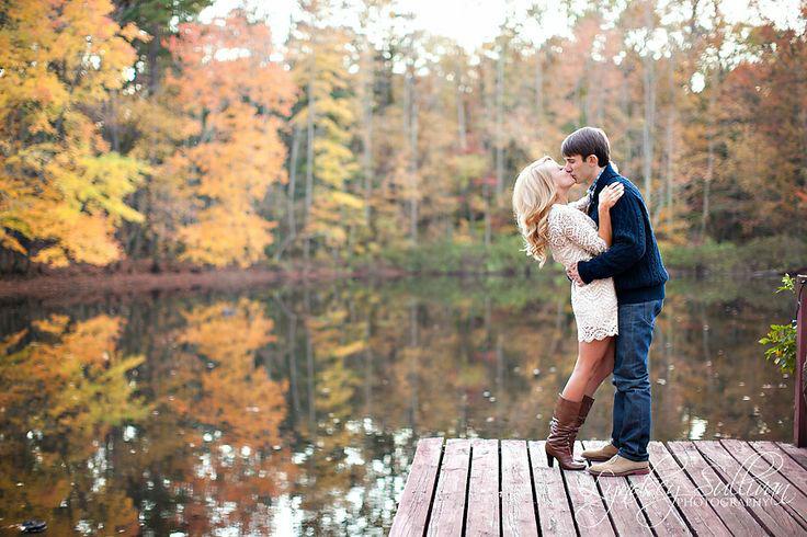 fall-engagement-photo-ideas04.jpg