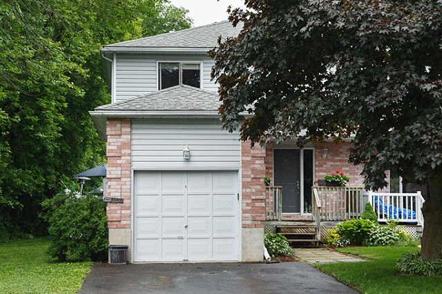 New Listing 🌸 11 Isabella St. in #perthontario $284,900 3 bed 2 bath Beautifully finished, efficient and updated town home in sought after Perthmore with a gorgeous, private backyard oasis - salt water inground heated pool, hot tub, outside bar.  MLS 1113516 . . #perthrealestate #coldwellbanker #homeforsale #realestate #newlisting #findyourplace