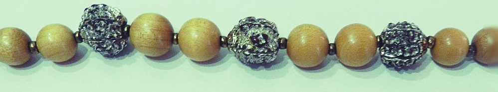collier-perles-bois-graines5.jpg