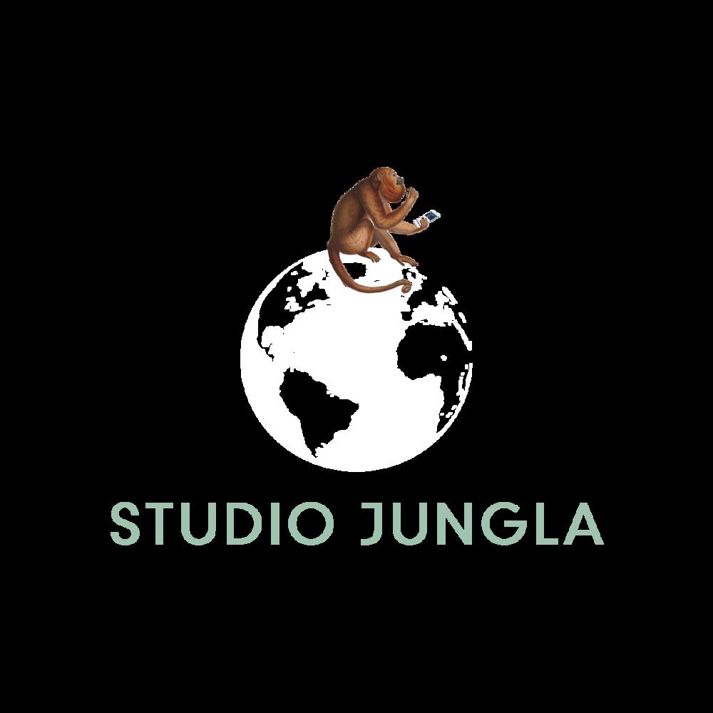 Logo Studio Jungla con chango (Blanco).png