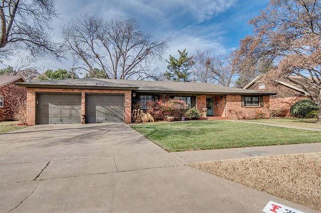 Awesome move in ready home with a guest house! This home offers a lot of space and charm. Priced at $274,900 . Call me to schedule a showing: (210) 965-0987 . Click the link for more information: http://ow.ly/FTfm30ixC7w . 3206 56th St. Lubbock, TX 79413 MLS #: 201800217 Listing Agent: Justin Wright . Tyler Rakowitz, REALTOR® Residential Specialist . The Texas Real Homes Group at Wyatt Realty #lubbock #westtexas #texashomes #texasrealestate #lubbockhomes #lubbockrealestate #realestate #texas #homes #dreamhome #texastech