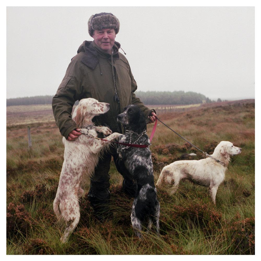 Gerald Devine with English Setters - Gortinreagh Excel, Gortinreagh Faith, & Ballyellen Duke.