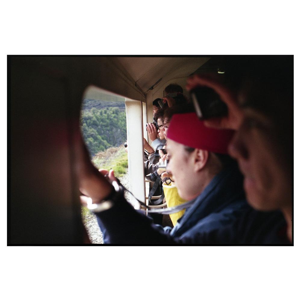 TranzAlpineExpress_SouthernAlps_Tourists_Papparizi_Aotearoa_NewZealand_wee.jpg