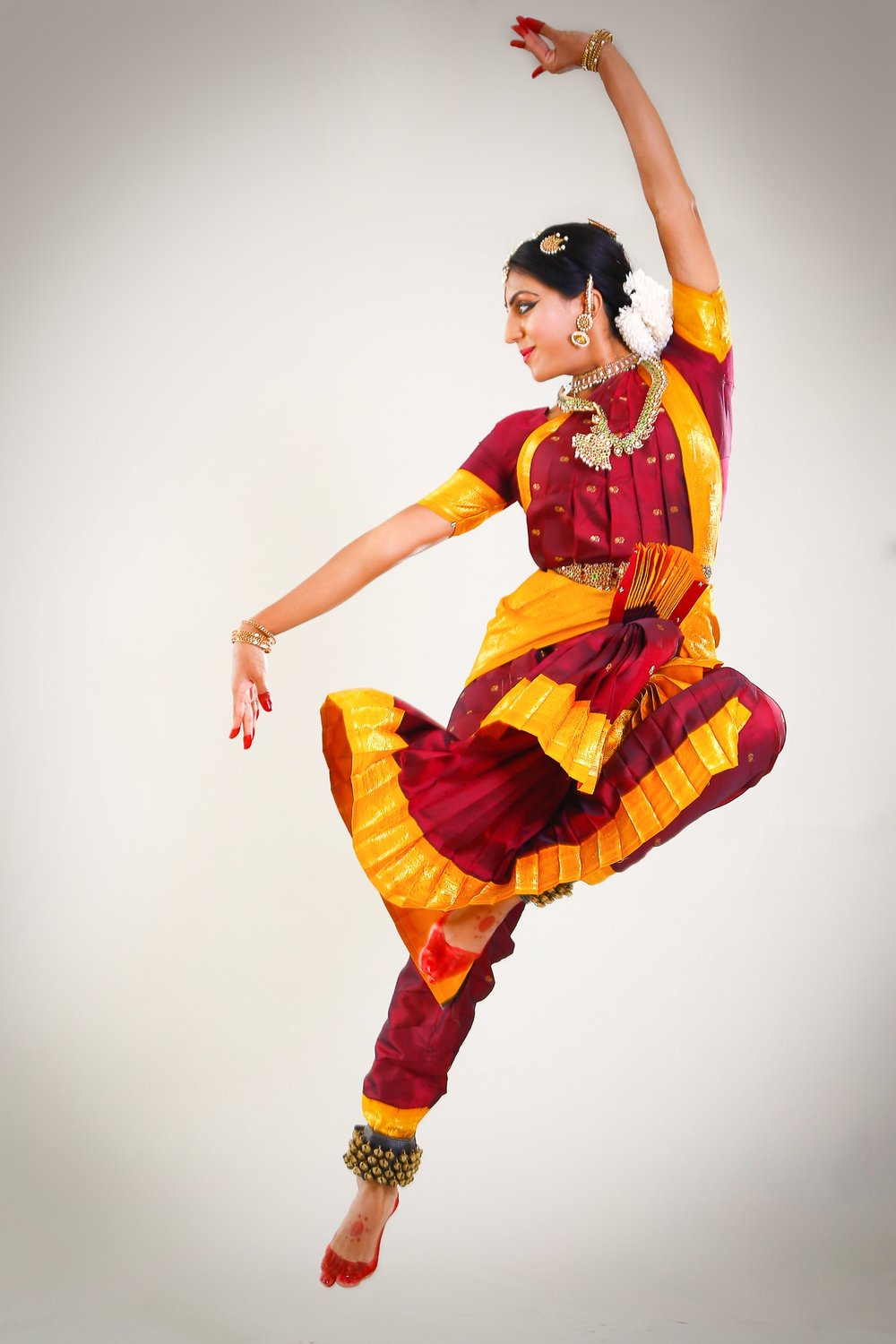 - Srinidhi Raghavan started learning Bharatanatyam nearly thirty years ago and has performed globally over the decades. Born into a family of dancers, she was exposed to Bharatanatyam early on and formally started learning the art from her mother and guru, Usha Raghavan, and from guru, Malathy Thothadri at the tender age of four. She had her arangetram in Chennai in 1998 and her experiences with dance have spanned several cultures and countries, including those of the UK, Switzerland, France, Italy, Liechtenstein, Barbados, Canada, the US and of course India, during the prestigious December festivals in Chennai. Known for her