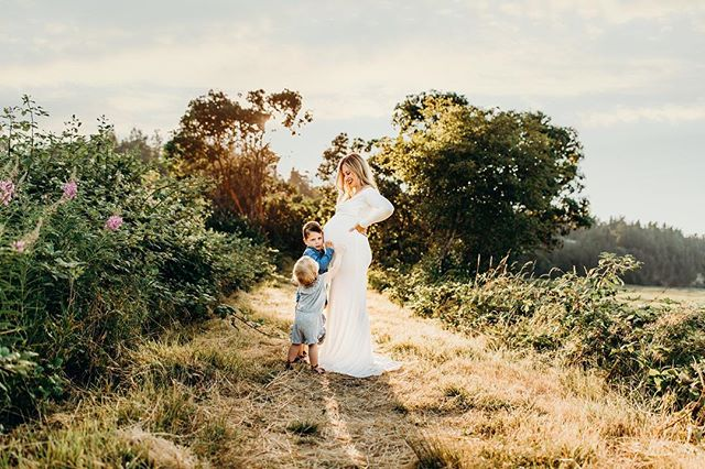 Little brother just can't wait to meet the family tie breaker! . . . . #kendrakphotography #camanoisland #lakestevens #chicaboo #seattle #snohomish #marysville #sunflare #hikeitbaby #babymoon #momofthree #washingtonphotographer