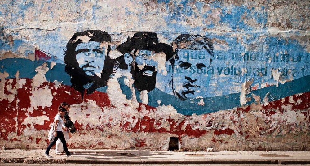 Ernesto-Che-Guevara-Camilo-Cienfuegos-Gorriaran-Julio-Antonio-Mella-mural.-La-Habana-Cuba-1024x550.jpg