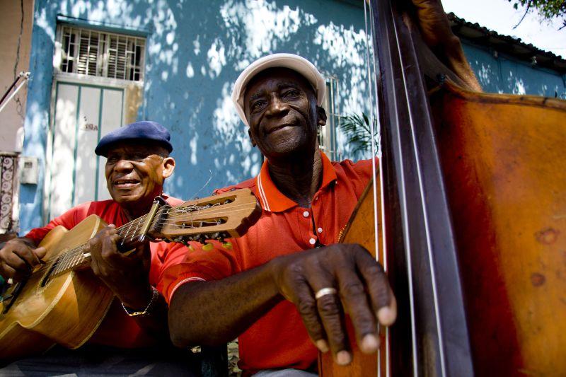 SANTIAGO-music-players-in-street.jpg