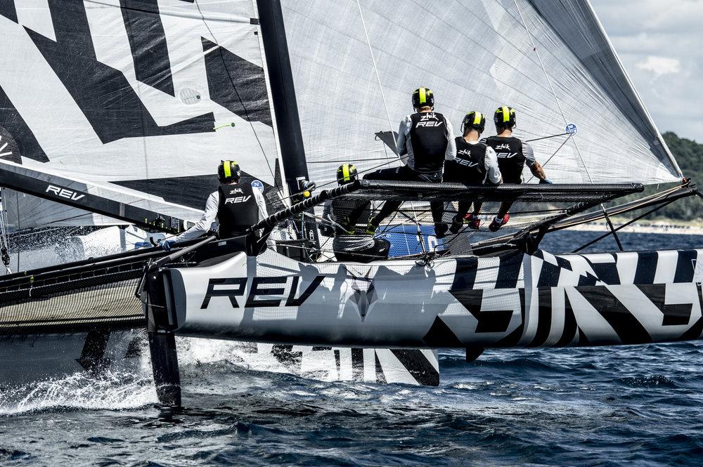 REV reaching off the start at 21.9 kts
