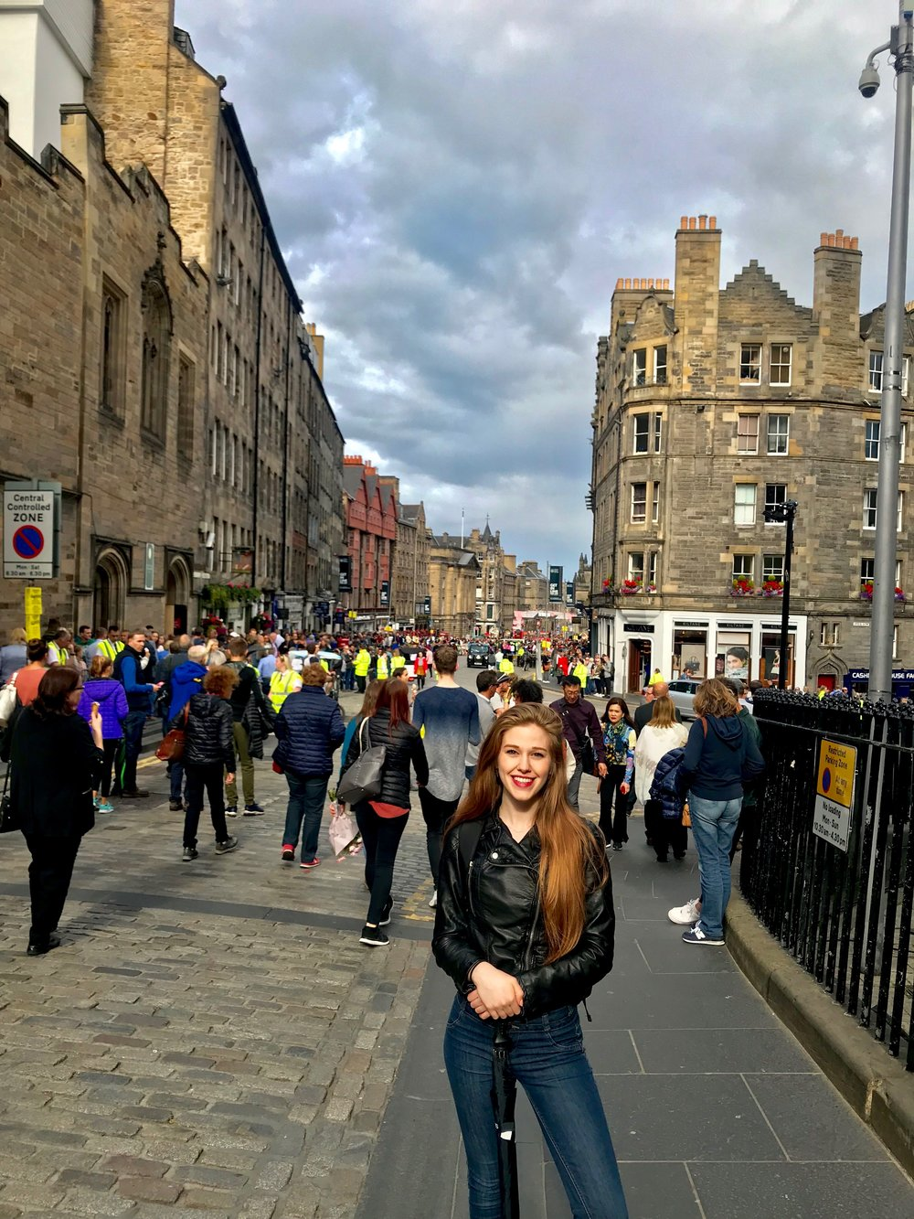 My First Edinburgh Fringe Experience! - - 4.5 days.-15 shows seen.- Lots of Rain.- Amazing experience.-Gotta go back next year!