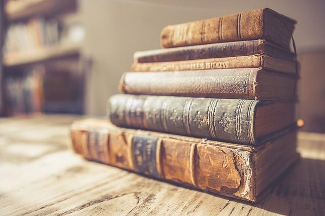 book-2572013_640.jpg