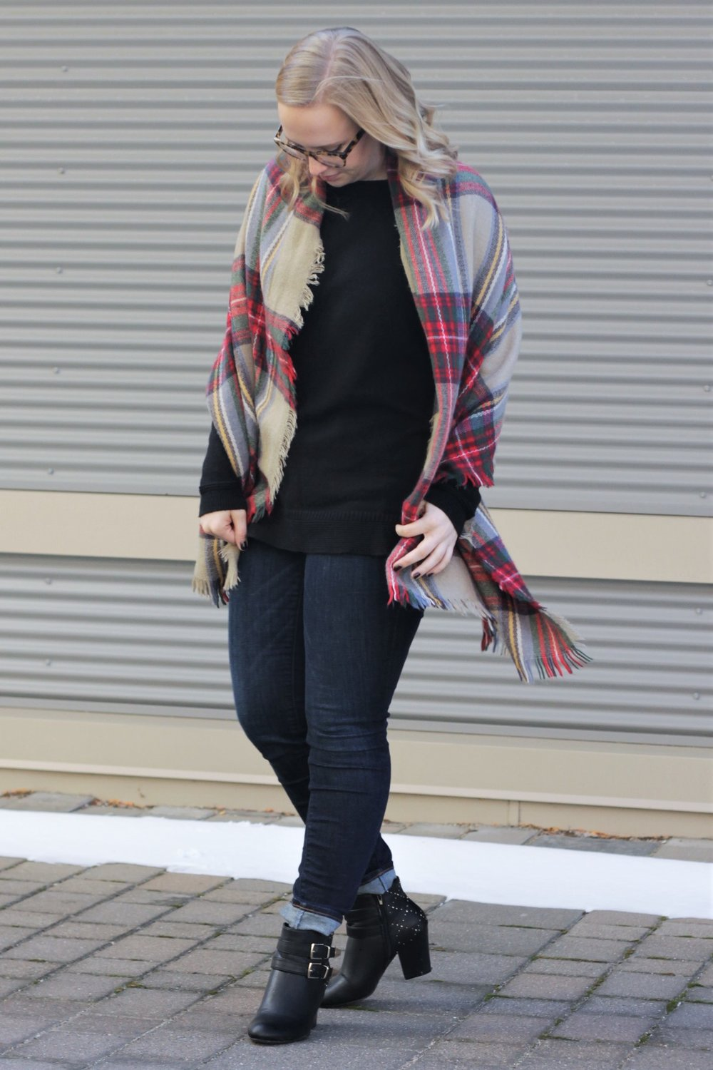 Thanksgiving Outfit | Plaid Blanket Scarf | Work & What She Wore
